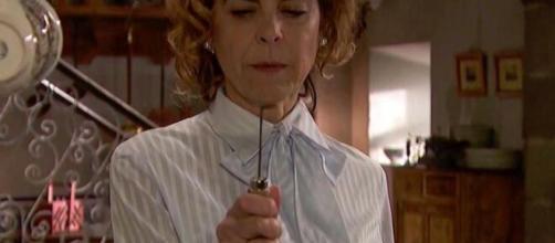 Il segreto, trame Spagna: donna Begogna uccide Ramon, Rosa fa ricadere la colpa su Adolfo.