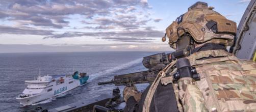 """Las FAS refuerzan su adiestramiento. Operación de rescate de rehenes en el buque """"Sicilia"""" de la empresa Balearia"""
