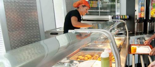 Los comedores populares están abarrotados de gente en Long Island por la pobreza.