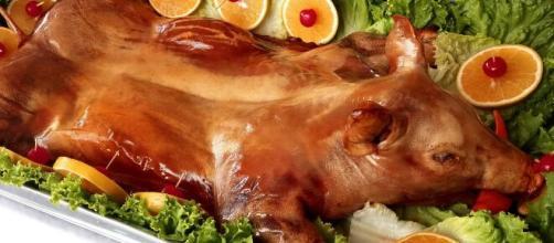 Los lechones horneados crocantes son una de las recetas más preparadas para las cenas de la Nochebuena en muchas naciones de Europa.