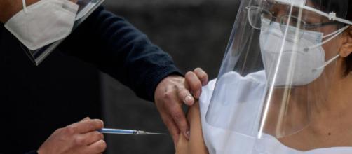 Chile, México e Costa Rica começam a vacinar contra a Covid-19. (Arquivo Blasting News)