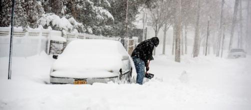 Fuerte tormenta de nieve afectó a los residente del estado de Virginia, durante el día de Navidad.
