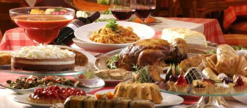 Las comidas de Navidad deben ingerirse con moderación para evitar enfermedades. - neolifeclinic.com