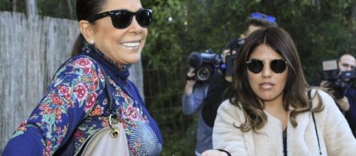 Isa Pantoja visita durante una hora a su madre en Cantora.