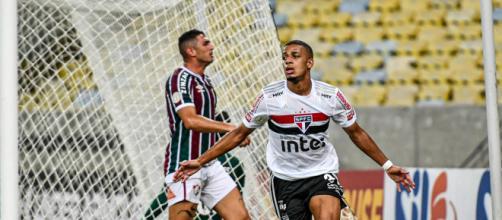 Brenner foi o autor dos dois gols da vitória são-paulina sobre os cariocas. Imagem: (Arquivo Blasting News)