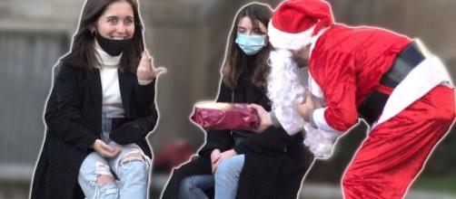 Les Inachevés offrent des cadeaux dans les rues de Rennes © Les Inachevés (YouTube)