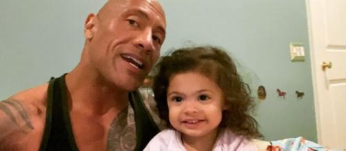 'The Rock' muestra tiernas fotos navideñas con su hija en Instagram