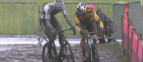 Wout van Aert e Mathieu Van der Poel nel ciclocross di Dendermonde.