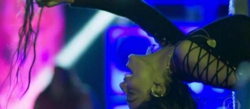Bibi com cabelos da desconhecida em 'A Força do Querer'. (Foto: Globo).