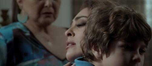 Bibi se magoa com situação do filho em 'A Força do Querer'. (Foto: Globo).