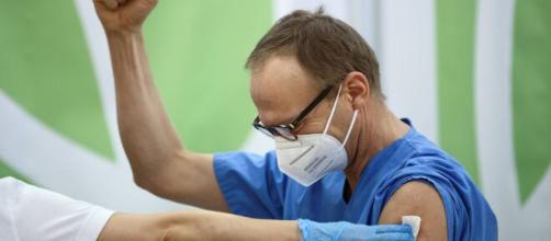 UE inicia campanha de vacinação enquanto mutação do coronavírus se espalha. (Arquivo Blasting News)