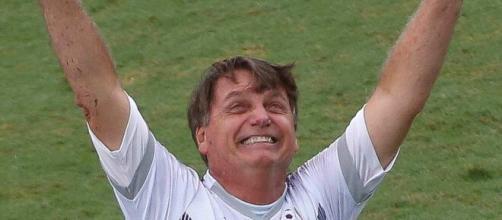Bolsonaro marca gol na Vila Belmiro em amistoso beneficente. (Arquivo Blasting News)
