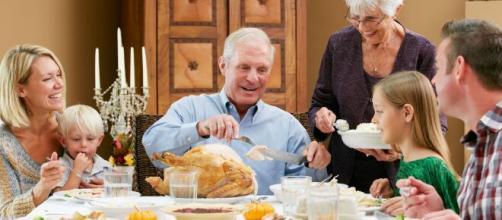Las cenas de Navidad son una tentación para muchos abuelos, pero es necesario vigilar su dieta en esta época del año.