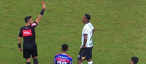 Jô foi o sétimo jogador do Corinthians a ser expulso nesse Campeonato Brasileiro. (Arquivo Blasting News)