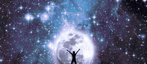 L'oroscopo del 5 dicembre e classifica: astri favorevoli al Leone, movimenti per lo Scorpione.