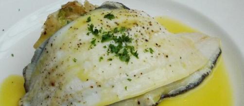 Sogliole con salsa al limone, un piatto ideale per ogni occasione.