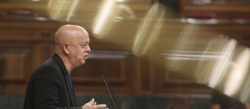 VOX tiene un fuerte debate parlamentario con el PSOE