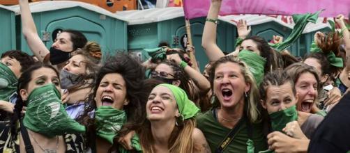 Argentina aprova lei que dar direito às mulheres abortarem. (Arquivo Blasting News)