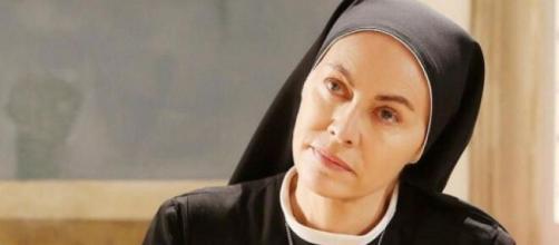 Che Dio ci aiuti, Elena Sofia Ricci: 'Suor Angela ha perso una parte di memoria'.