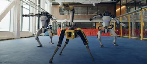 La société Boston Dynamics a créé le buzz en faisant danser ses robots, de façon très réaliste, dans une vidéo pour fêter l'an 2021.