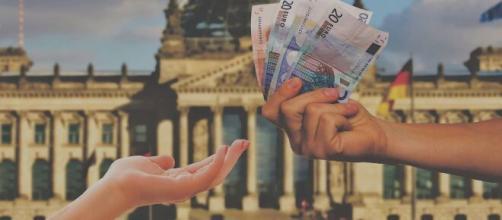 Nuovo contributo fino a 800 euro per professionisti.