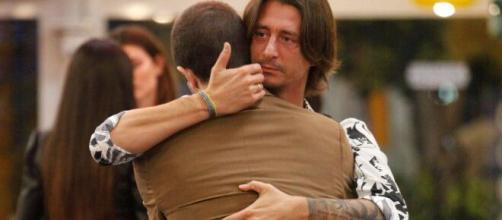 Grande Fratello Vip, Francesco scrive un messaggio per Tommaso: 'Mi manchi'.