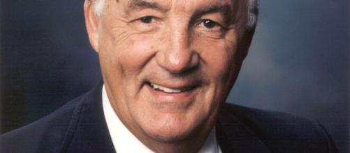U.S. Senator Paul Sarbanes of Maryland. [© Wikimedia Commons[