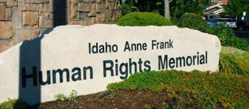 Anne Frank Human Rights Memorial vandalized in US ©Mindy/ Flickr CC0