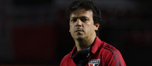 Fernando Diniz tem dez jogadores pendurados com dois cartões amarelos. (Arquivo Blasting News)