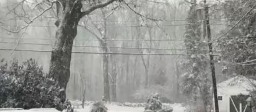 Nor'easter hits New England leaving 200,000 without power. [©NBC News YouTube video]