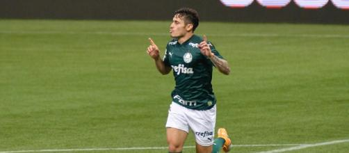 O Palmeiras aposta muito em Raphael Veiga para avançar para a próxima fase da Libertadores. (Arquivo Blasting News)