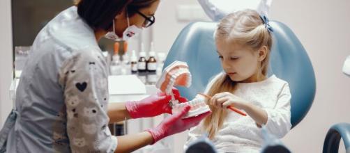 A visita ao dentista deve ser feita a cada seis meses, pelo menos. (Arquivo Blasting News)