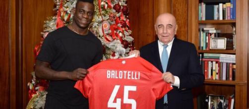Balotelli acertou com o Monza, da segunda divisão da Itália. (Arquivo Blasting News)