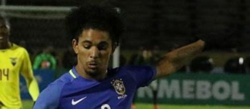 Douglas Luiz, centrocampista dell'Aston Villa.