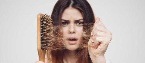 La caída de cabello puede evitarse consumiendo ingredientes como la biotina