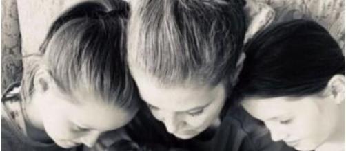 Lisa Marie Presley and daughters mourn loss of Benjamin Keough (©Lisa Marie Presley Instagram)