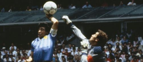 Peter Shilton no le perdona a Maradona el gol que metió con la mano