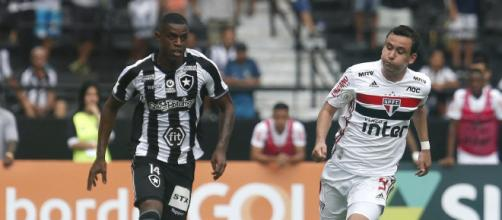 São Paulo e Botafogo se enfrentam no jogo atrasado da 18ª rodada. (Arquivo Blasting News)