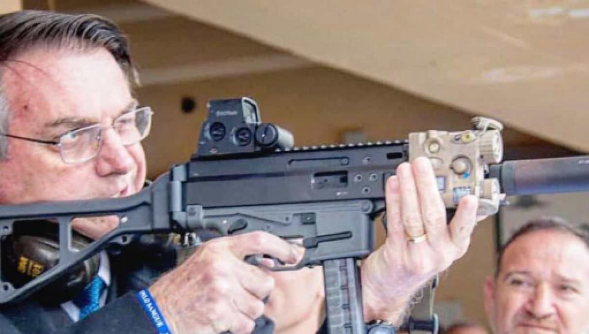 Bolsonaro destaca importância em liberação da armas em seu governo