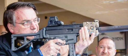 Bolsonaro assinou decreto flexibilizando porte de armas. (Arquivo Blasting News)