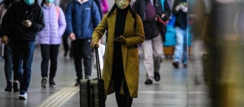Coronavirus, a Hong Kong sono ricercate due persone scappate dalla quarantena.