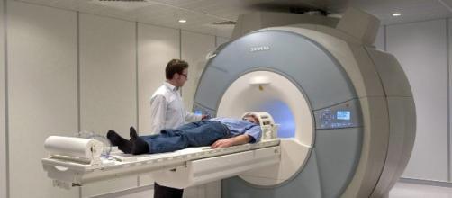Equipo patra eliminar los temblores de la enfermedad de Parkinson