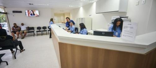 Hospitais abrem oportunidades de emprego para recepcionistas. (Arquivo Blasting News)
