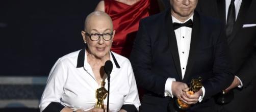 Julia Reichert e Steven Bognar recebem o Oscar de Melhor documentário por 'Indústria americana'. (Arquivo Blasting News)