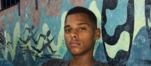 O garçom Guilherme Tawan dos Santos salvou três pessoas que se afogavam em Mongaguá, SP. (Arquivo Pessoal)
