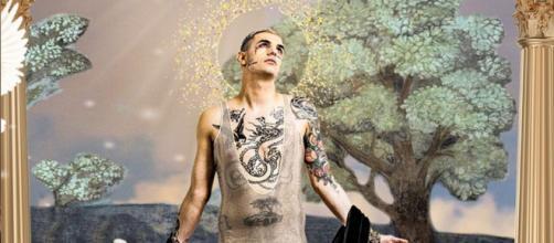 Parola a Nicolò Cerioni, lo stilista di Achille Lauro: 'Ho creato io il suo stile'