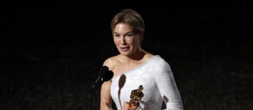 Renee Zellweger recebe o Oscar de melhor atriz por 'Judy'. (Arquivo Blasting News)