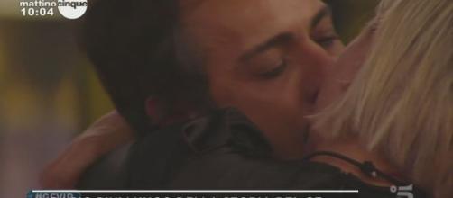 Antonella Elia e il fidanzato fanno pace dopo l'accusa sul presunto tradimento.