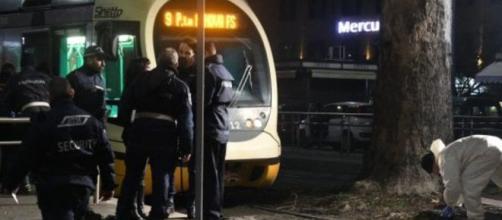 I rilievi sul luogo dell'incidente nei pressi della fermata del tram di piazzale Oberdan