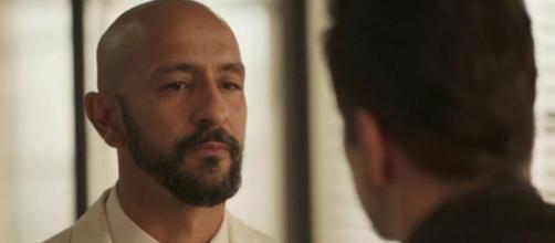 Irandhir Santos contracena com Murilo Benício na novela; ex-amigos vão disputar comando da empresa. (Reprodução/TV Globo)